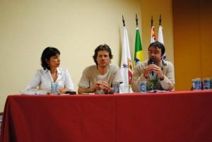 Na mesa, Beth Grimberg (Inst Polis), Eduardo Giesen (GAIA-Chile), André Abreu (France Libertés)