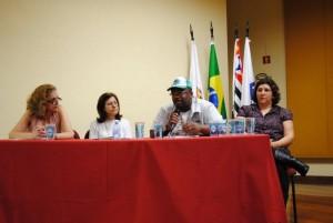 Na mesa, profa Waverli Maia, Maria Helena Ribeiro (Prefeitura de Guarulhos), Roberto Laureano da Rocha (coordenação do MNCR),  Elena Alves Silva (Univ. Metodista)